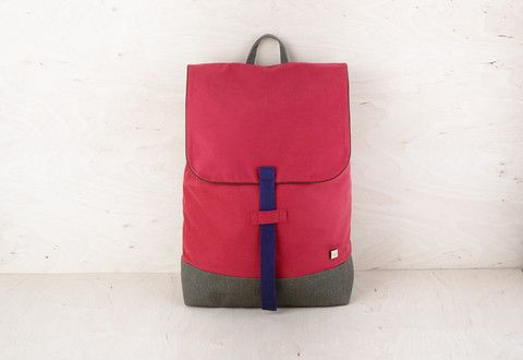 MATERIAL: OUTSIDE – BOTTOM, BACK, SHOULDER STRAPS MADE OF WATERPROOD ROBUST CANVAS INSIDE – COTTON; DRAWSTRING AND PRESS-STUD CLOSURE; INNER ZIPPERED POCKET; COMFORTABLE BACK AND SHOULDER STRAPS; INSIDE GUM STRAPS FOR BOOKS OR LAPTOP; SIZE: 27,5 X 39 X 13 CM, VOLUME: 15 L; ADJUSTABLE SHOULDER STRAPS