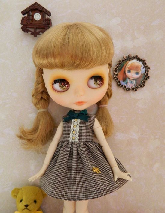 1 : 6 Scale Blythe, pullip, Azone French Style Brown Checks Dress With Hair Bow | Doll Apparel | Doll Fashion | Doll Dress Blythe Brown checks dress. Handmade with cotton fabric. Its a short dress. th