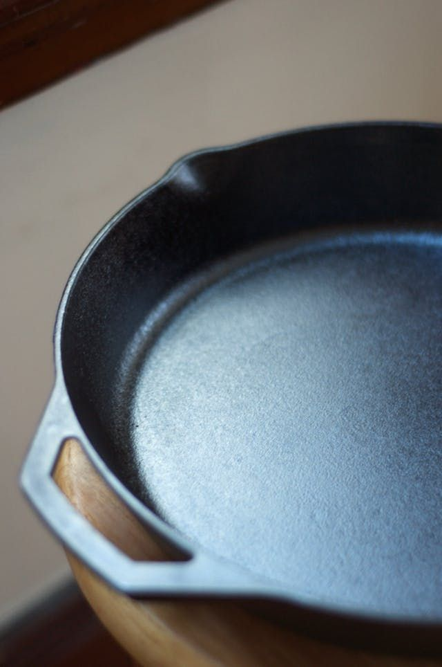 A few years ago I heard that flaxseed oil — not vegetable oil or shortening — was the best oil for seasoning cast iron