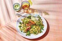 Met deze glutenvrije pastavariant krijg je meteen lekker veel groente binnen - Recept - Allerhande