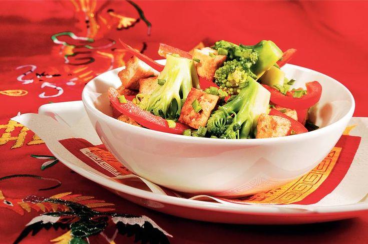 Kijk wat een lekker recept ik heb gevonden op Allerhande! Roergebakken tofu met paprika en broccoli