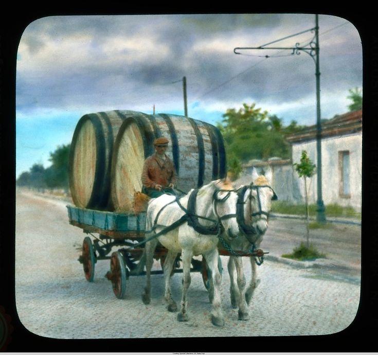 Одесса, человек с бочками в лошадиной повозке