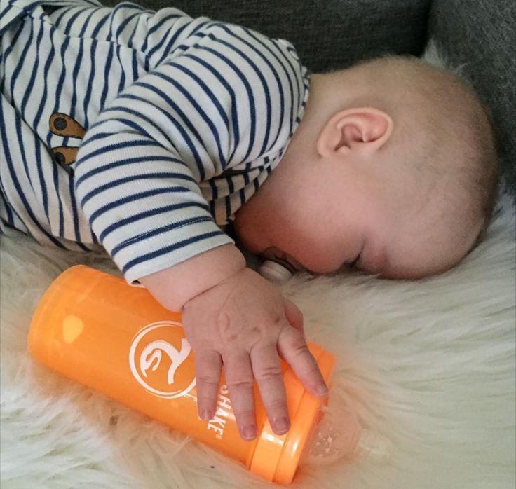 Sleeping cutie! #twistshake #twistshakesunbeam