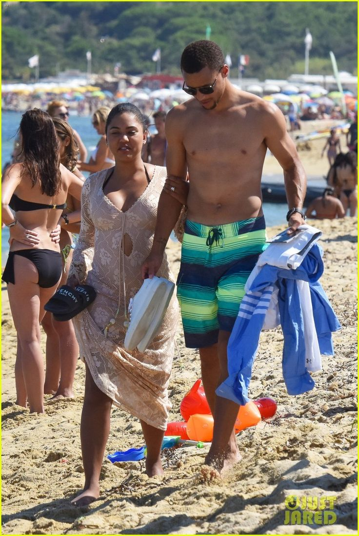 Stephen Curry Goes Shirtless for Beach Vacation with Ayesha!: Photo 3724239 | Ayesha Curry, Shirtless, Stephen Curry Pictures | Just Jared