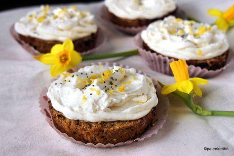 Porkkanakakkuleivokset raikkaalla sitruunakuorrutteella /// Leipaise täyteläiset, gluteenittomat ja sokerittomat, sitruunakuorrutteiset porkkanakakkuleivokset vapuksi tai terveellisemmäksi vaihtoehdoksi muihin kevään juhliin.