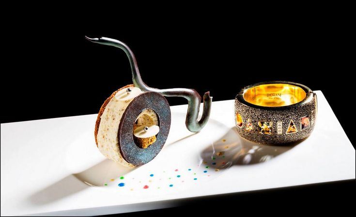 Le dressage original du jour est de : Hotel Ritz Carlton - Hong Kong  Vous aimez les belles présentations ? Alors vous aussi, surprenez vos invités avec Visions Gourmandes, un livre unique au monde sur l'art de dresser et présenter une assiette comme un Chef... A s'offrir sur VG ► http://goo.gl/4SV9Md  Ou sur Amazon ► https://goo.gl/DAtMSJ  --------------------------------------------------------------------------------- Visions Gourmandes sur You Tube ► https://goo.gl/ciKU2b Visions…