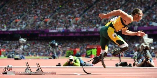 Oscar Pistorius premier double amputé de l'histoire réussit son entrée dans les Jeux