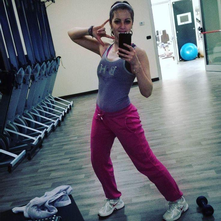 """When hai tutta una sala for u only and sei stupida e quindi the first cosa a cui pensi is """"evviva I can make foto da scema without che nessuno mi jokes"""" #palestra #workout #gym #sillygirl #justme #dldm"""