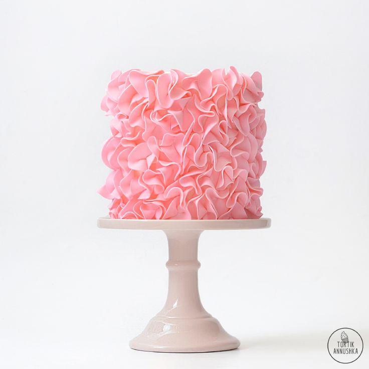 Розовые лепестки торт № 1554 на заказ в Москве