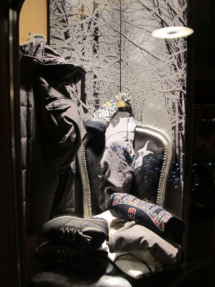 Buon lunedi a tutti i nostri follower! 'E quasi Natale quindi non vogliamo tediarvi con post lunghi e magari troppo impegnativi. Una bella carrellata di foto dei nostri esterni per rilassarvi e per pensare a qualche regalino....#photoshooting #visual #nuoviarrivi #fallwinter #followthebuyer #fashion #instafashion #instamood #instablogger #Moena #Dolomiti #Valdifassa #Perlealpine #visittrentino #trentino #fassaski14