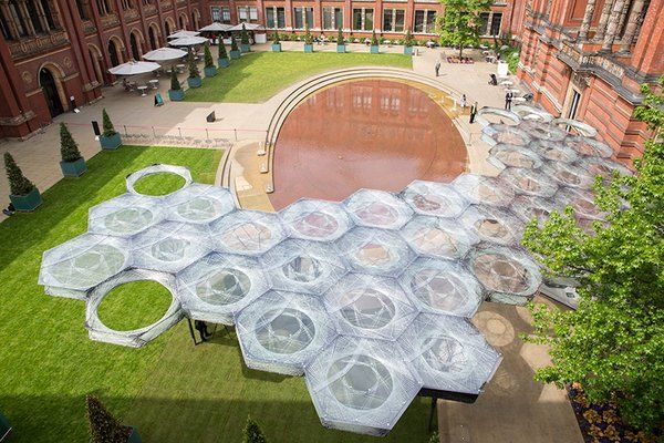 "designboom on Twitter: ""robots fabricate elytra filament pavilion at london's V&A museum https://t.co/x5ifnjhd7G https://t.co/fzAwYHokb4"""