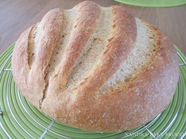 Zelf brood bakken met een deel kamutbloem of kamut-volkorenmeel ruikt niet alleen heerlijk, maar is veel voller van smaak dan tarwemeel. Het is echt de moeite waard om het eens