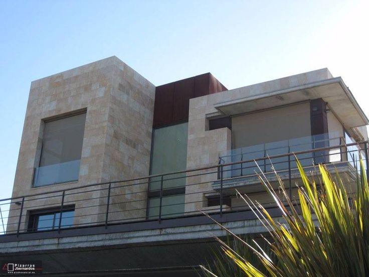 otra perspectiva de uno de nuestros ltimos trabajos fachada en chalet individual de piedra natural