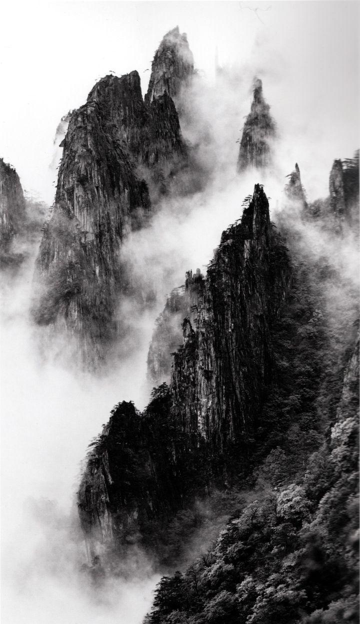 Wang Wusheng 18 Disciples of Buddha down mountain ridges, taken at Dawn Pavillion, May 1984