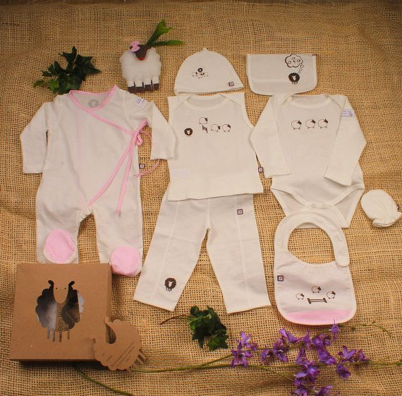 This Beautiful organic baby  Sheep set,  is made of GOTS certified 100% organic cotton knit fabric from Peru, printed with environmentally friendly dyes.       Perfect going home outfit because it contains, all the new moms need in the hospital.  Contains 8 pieces :    Kimono Pyjama ,  hat, mitts, bib, long sleeve body, thank shirt, pants, burp cloth and  Sheep toy with a beautiful  sheep packaging and a  gift card.    What a perfect baby shower gift!    Thank you for considering buying at…