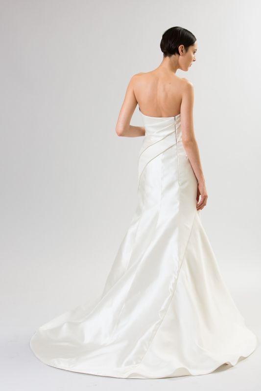Junko Yoshioka Wedding Dresses - Spring 2014 Bridal Collection | Junebug Weddings