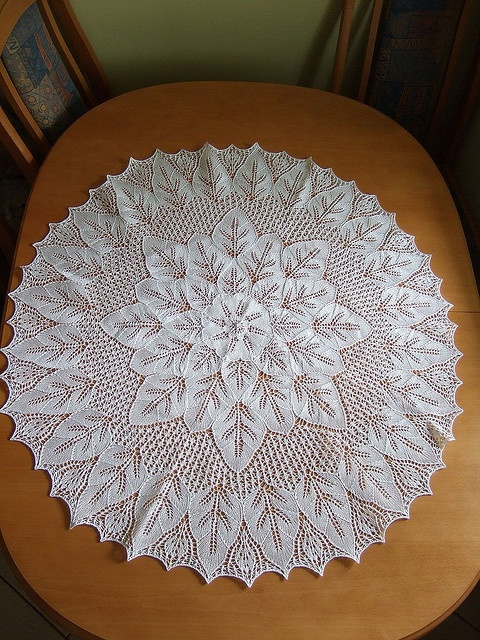 A knit doily for my round table