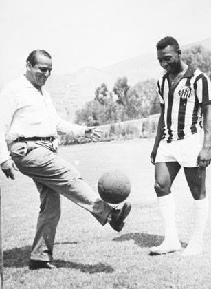 Teodoro Lolo Fernandez idolo maximo del futbol peruano junto con Pele