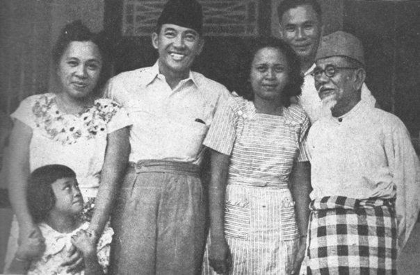 Sukarno & KH.Agus Salim with Family
