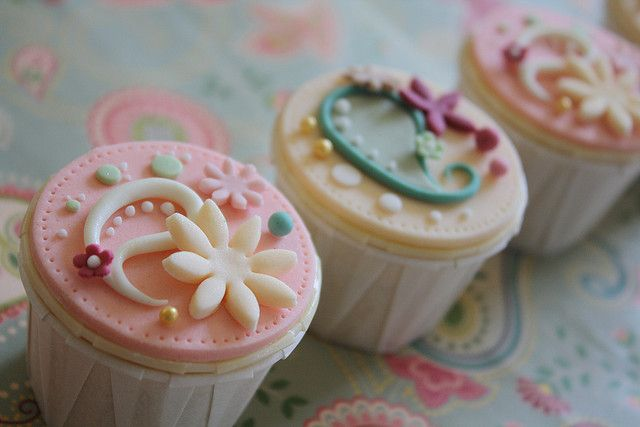 happy deepavali | Flickr - Photo Sharing! Such cute cupcakes!