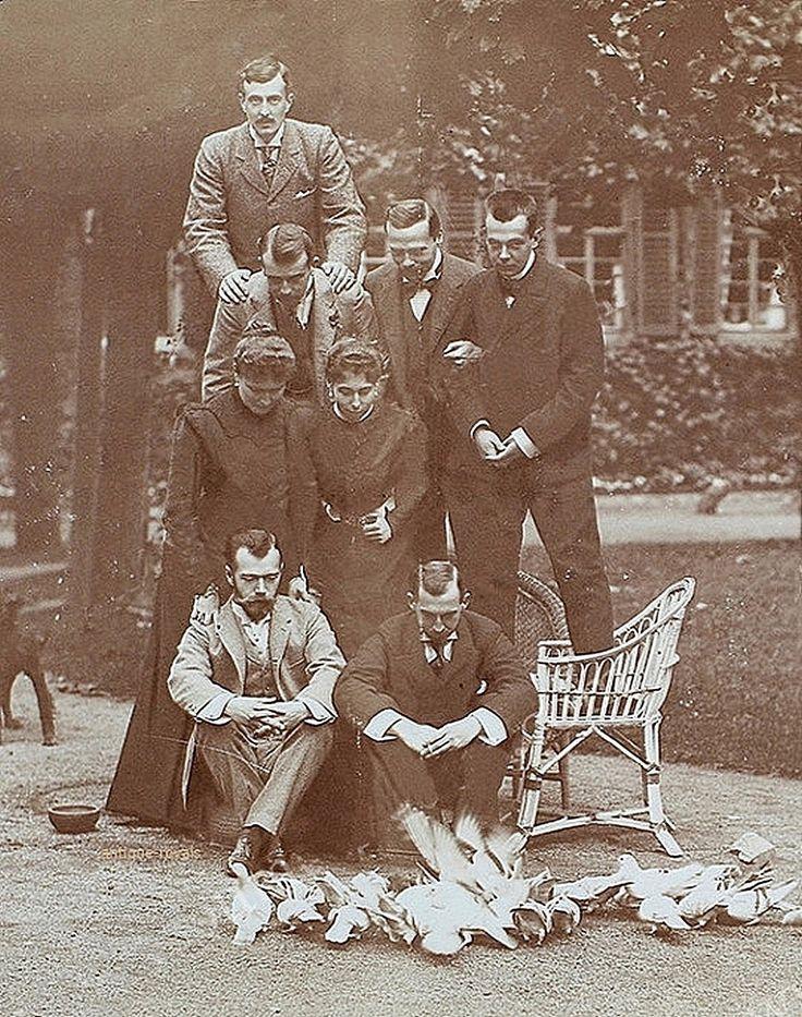 однотонном николай смешные фото его семье