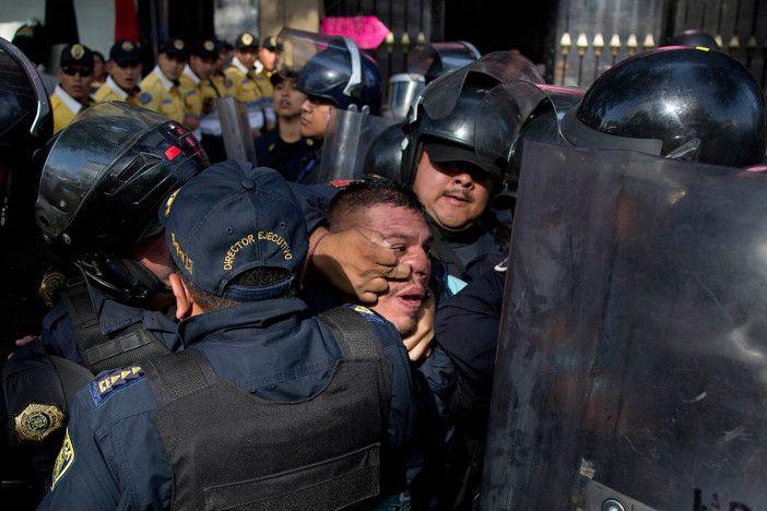 Gloria Reza ] GUADALAJARA, Jal. * 29 de agosto de 2017. Apro En el marco de la presentación del informe Falsas sospechas: detenciones arbitrarias por la policía en México, realizado por Amnistía Internacional (AI), dos de los asistentes al evento alzaron la voz para denunciar que fueron objeto...