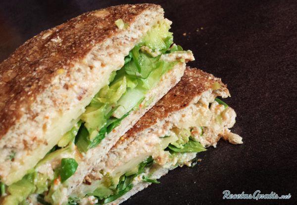 Sándwich de aguacate y atún #RecetasdeCocina #Recetasfáciles #Sándwiches…