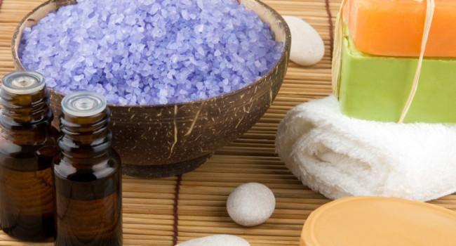 Dentre as principais tradições e superstições para o Ano-Novo estão os banhos purificadores e energizantes. Com o objetivo de renovar as energias, conquistar paz e esperança ou mesmo abrir as porta…