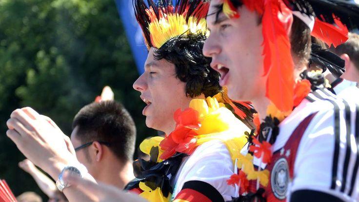Fans vor dem WM-Finale auf der Fanmeile in Berlin