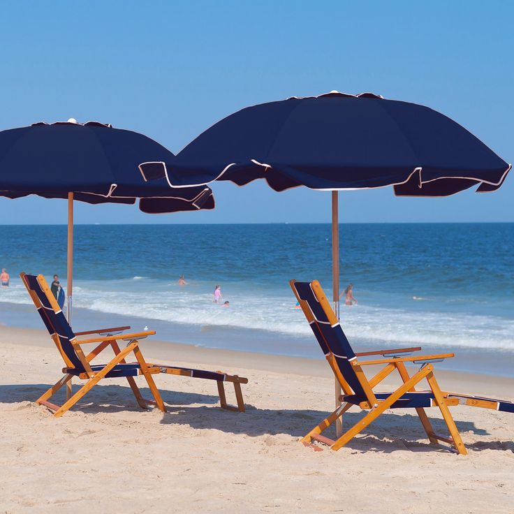 Frankford Umbrella 7.5 ft. Commercial Grade Beach Umbrella with Marine Grade Fabric and Ashwood Pole | from hayneedle.com