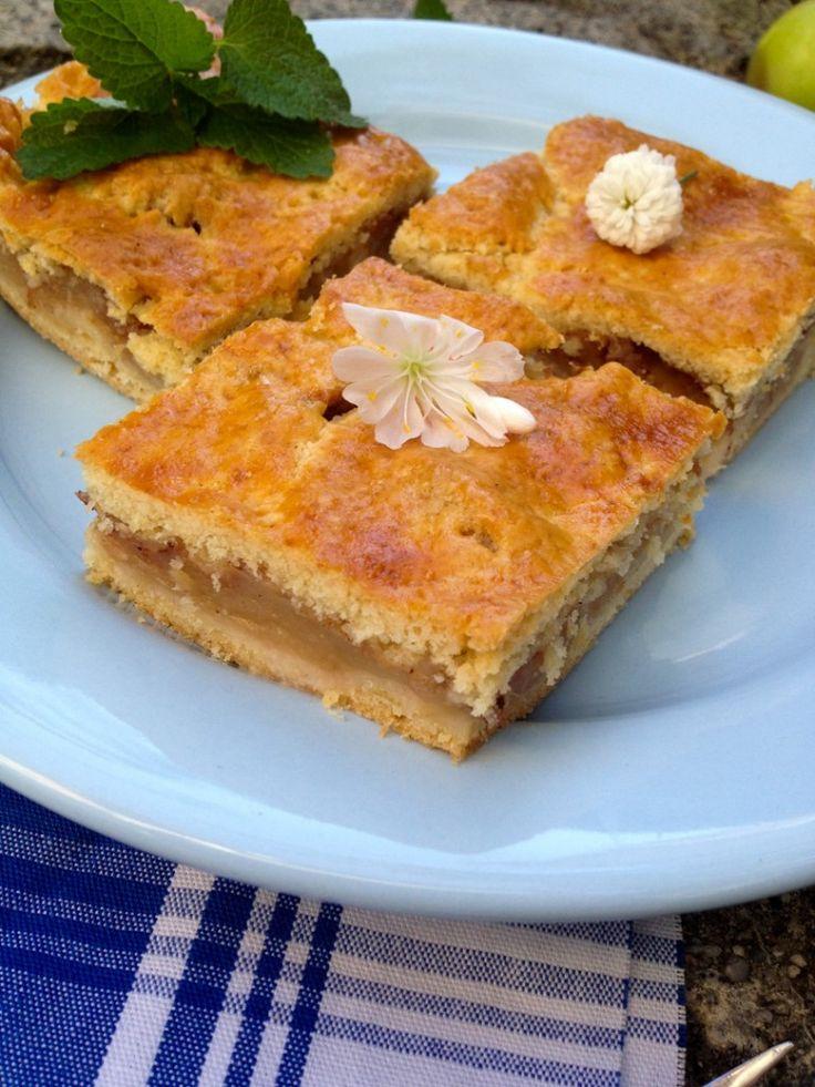 Mama's bester Apfelkuchen vom Blech // Süße Apfelscheiben eingehüllt von…