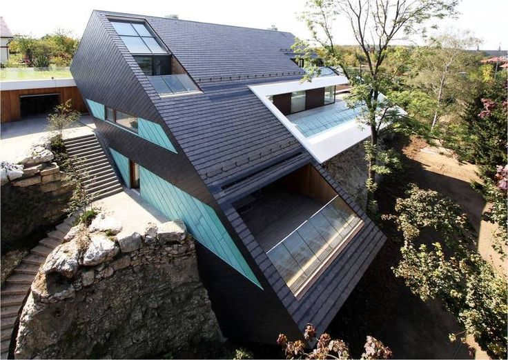 Ein imposantes #Schieferdach besitz ein Einfamilienhaus bei Krakau, mitten in einem Steinbruch gelegen.