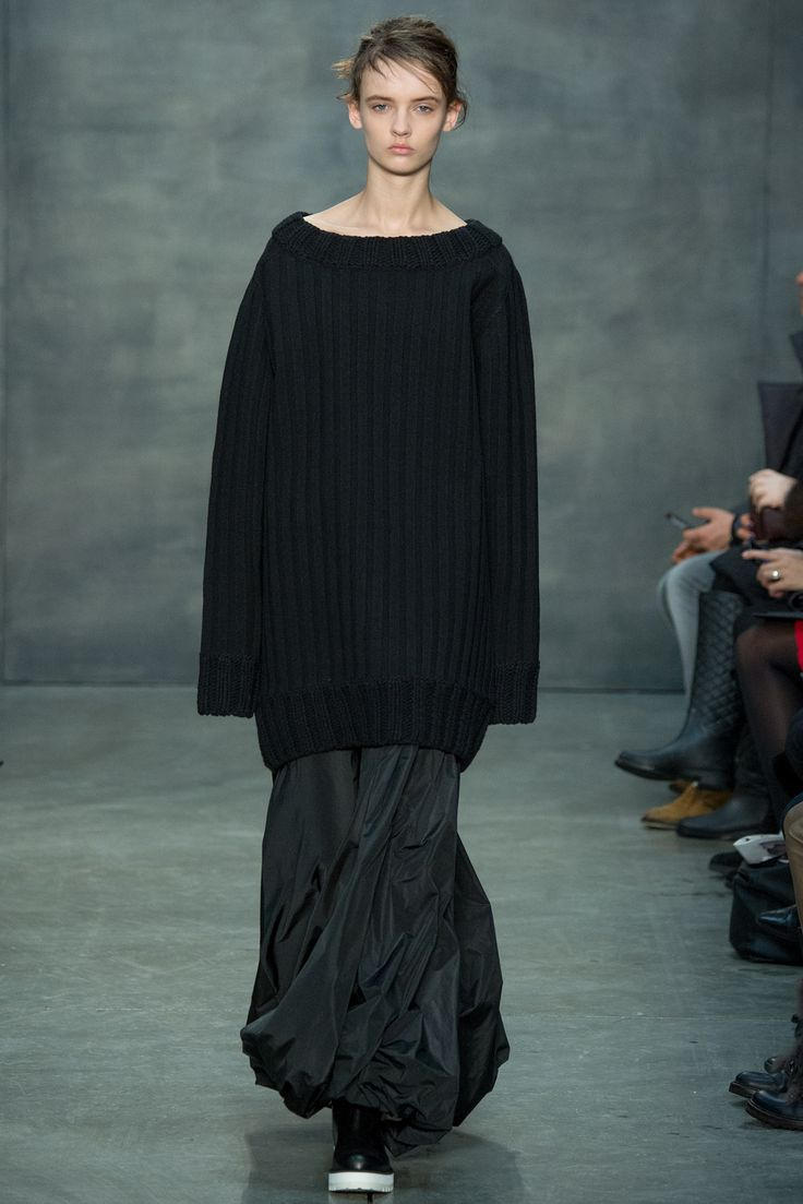 Vera Wang - Fall 2015 Ready-to-Wear - Look 35 of 44 - I'm a sucker for long jumpers over even longer skirts