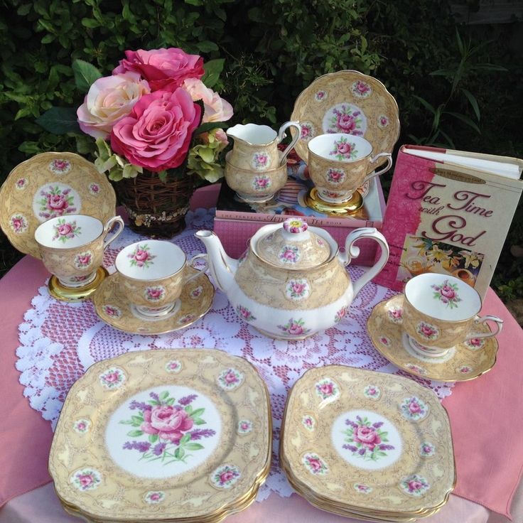 Royal Albert Devonshire Lace Teapot, cups, saucers, Plates Bone China England #RoyalAlbert
