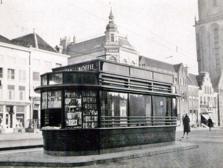 Groningen<br />Groningen 1930: Tramwachtershuisje op de Grote Markt.