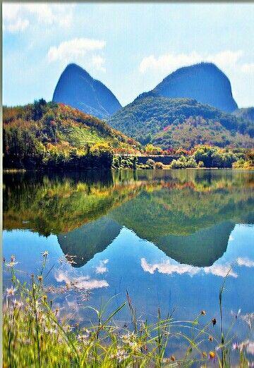 가을 단풍이 든 마이산 호수에 비추이다 멋있다요 ^^