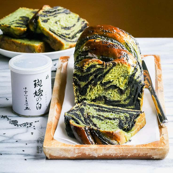 Vegan matcha milk toast babka with black sesame and sweet red bean paste filling. Recipe plus two tips how to make super soft and tender vegan bread | by Maikin mokomin