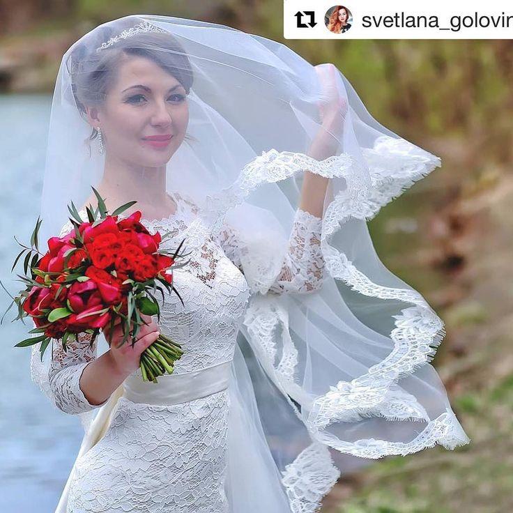 Яркий , страстный  как сама любовь ❤️ свадебный букет для Виолетты.  Все самое прекрасное для вас в этот день !!! Фото : Светлана Головина @svetlana_golovina ____________________ ��Букет невесты  8 ( 914 ) 703 66 14  _____________________  http://gelinshop.com/ipost/1524411951567097921/?code=BUnzJfghFBB