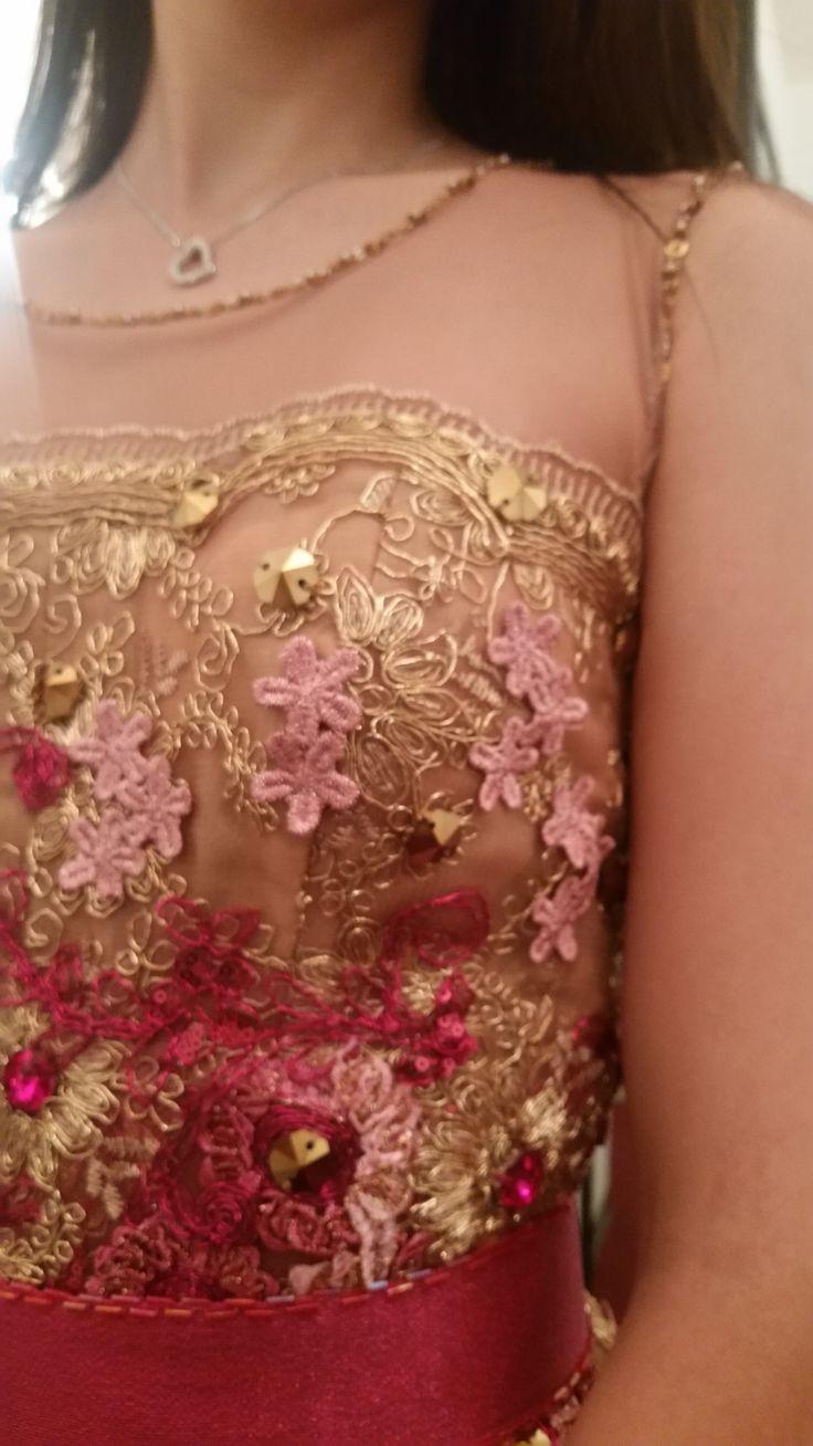 [#PacoMayorga] Vistiendo a la reina del carnaval Tuxtla 2016.  Diseño en tul color nude y aplicaciones de encaje en color fucsia. #AltaCostura #DiseñadordeModas #DiseñadoresDeMexico #DiseñadorPacoMayorga #CarnavalTuxtla2016 Citas al (961) 61 3 71 93