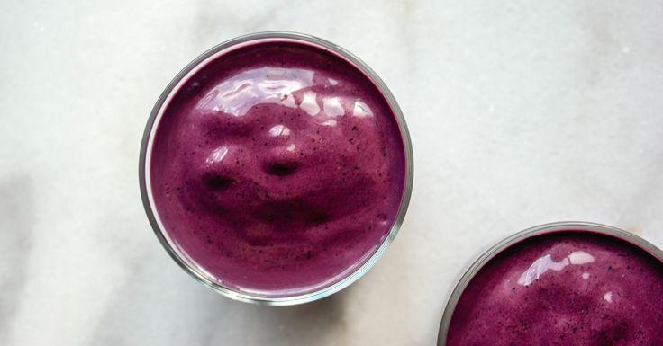 Hva? Blåbær og nøtter? Ja, såklart. Og se på den fargen da, dere? Å starte dagen med blåbærsmoothie er aldri feil. Det er en stund siden jeg har...