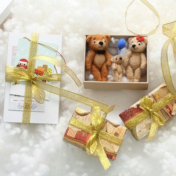 Teddy bear family with baby - perfect gift on Valentine Day. Order here: feltpetsshop.etsy.com