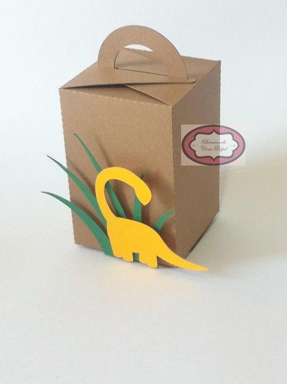 Caixa dinossauro feito toda com papel 180g.    Ideal para colocar guloseimas ou o que desejar na caixinha.    Outros tamanhos.    Consulte-nos.    Se preferir, podemos enviar as caixas desmontadas para frete mais barato.
