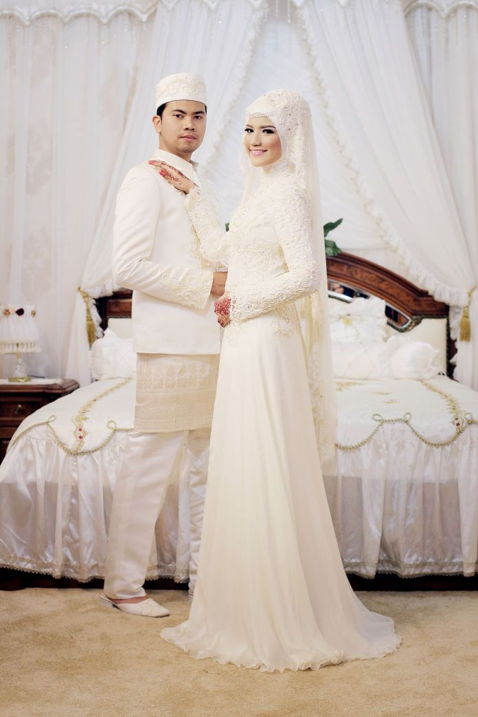 An inspiration for hijab wedding dress | Wedding Vendors and Ideas | http://www.bridestory.com/luzi-wedding-conceiver/projects/the-wedding-of-rahmi-and-febrian