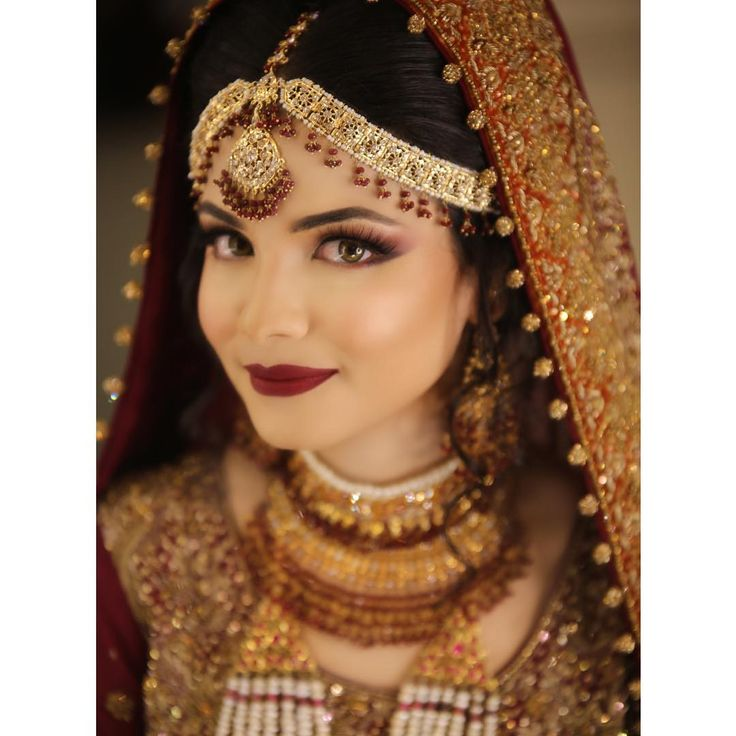 More bridal gorgeousness straight from the salon ❤️#natashasalon #makeupmafia #natashakhalid to #natashalakhani #natashalilakhani #makeupmagicians #makeupbyhina #makeupbynatasha #hairmagicians #doitdifferently #makejawsdrop #headturners #bts #watchitlive #makeup #hair #eyes #lips #bridals #karachi #dubai #natashakhalid #natashasalon all booking inquiries please call on 021 35295236 or 37 or on 03402002568 or 0311 8208870 . All bookings are confirmed only after half a deposit is given hence…