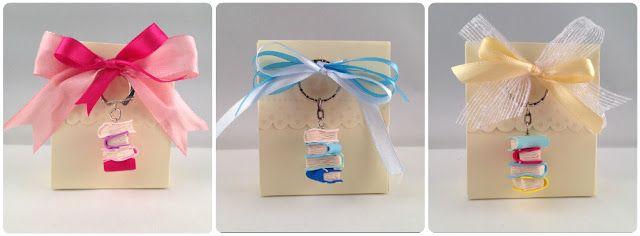 ilfilodelleidee: Portachiavi con libri impilati in fimo con colori pastello - Key ring with polymer clay books
