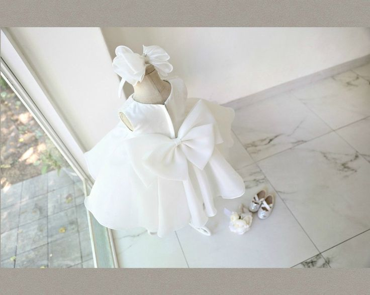 Stunning Big Bow Back Flower Girl Dress. Bridesmaid dress/christening dress/Baby girl party dress. Available from 0 - 15 Years. Material: White lace, soft polyester fabric, satin, purified cotton lining, high quality tulle. Free shipping.