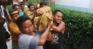 Korban saat dibawa ke rumah duka