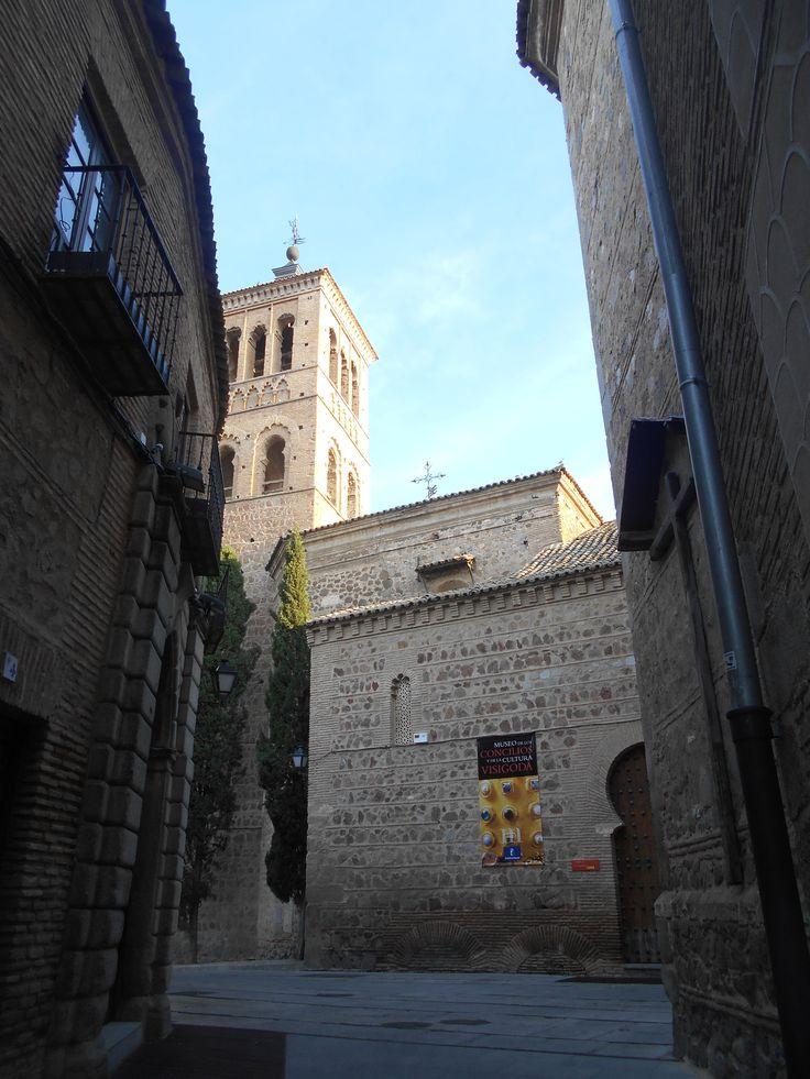 Torre y puerta de entrada
