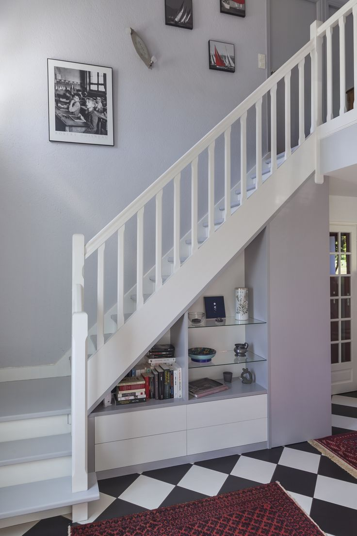25 best bannister ideas on pinterest banisters banister ideas and stairca - Escalier gris et blanc ...