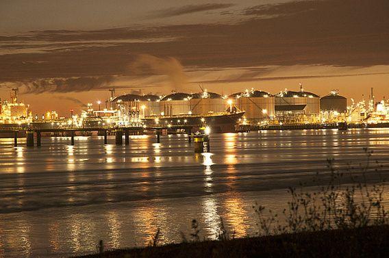 vopak Europoort bij nacht 2
